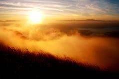 Puesta del sol en la montaña Foto de archivo libre de regalías