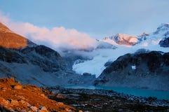 Puesta del sol en la montaña Imagen de archivo libre de regalías