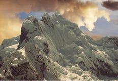 Puesta del sol en la montaña de las cordilleras Fotografía de archivo libre de regalías