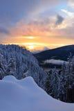 Puesta del sol en la montaña del urogallo Fotos de archivo