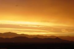 Puesta del sol en la montaña occidental Fotografía de archivo libre de regalías