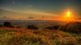 Puesta del sol en la opinión BRITÁNICA de Somerset England de las colinas de Quantocks Foto de archivo libre de regalías