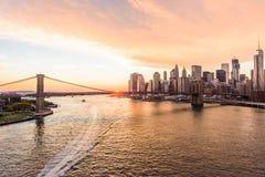 Puesta del sol en la opinión de puente de Brooklyn Foto de archivo