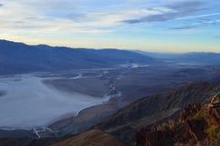 Puesta del sol en la opinión del ` s de Dante en Death Valley California Foto de archivo
