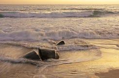 Puesta del sol en la orilla Imagen de archivo libre de regalías