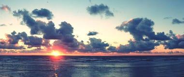 Puesta del sol en la orilla del mar de Blackpool Foto de archivo