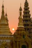Puesta del sol en la pagoda de Shwedagon Imagenes de archivo