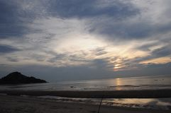 Puesta del sol en la playa Foto de archivo