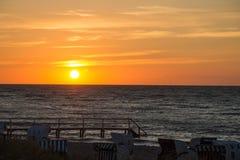 Puesta del sol en la playa Imagenes de archivo