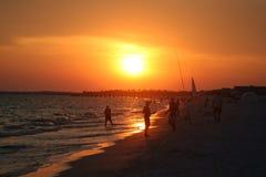 Puesta del sol en la playa Fotos de archivo