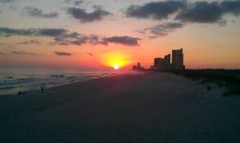 Puesta del sol en la playa anaranjada Fotografía de archivo libre de regalías