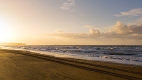 Puesta del sol en la playa fotografía de archivo