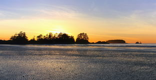 Puesta del sol en la playa de Chesterman, Tofino, isla de Vancouver fotos de archivo