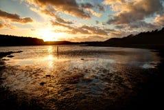 Puesta del sol en la playa de cristal de la reserva de naturaleza del Cae Fotografía de archivo