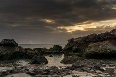 Puesta del sol en la playa de Fuerteventura Fotos de archivo libres de regalías