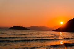 Puesta del sol en la playa de Gerakas en la isla de Zakynthos, Grecia fotografía de archivo libre de regalías