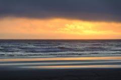 Puesta del sol en la playa de Kalaloch Fotos de archivo