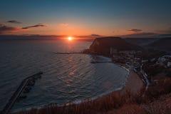 Puesta del sol en la playa de Kavarna, Bulgaria Imagen de archivo