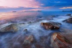 Puesta del sol en la playa de la roca Fotografía de archivo libre de regalías