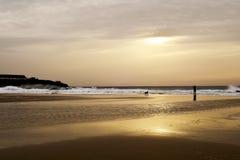 Puesta del sol en la playa de las lanzas en Tarifa, España Imagenes de archivo