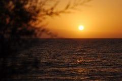Puesta del sol en la playa de los las Américas de Playa de en las islas Canarias de Tenerife, España, Europa Fotos de archivo libres de regalías