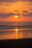 Puesta del sol en la playa de Matapalo en Costa Rica Imágenes de archivo libres de regalías
