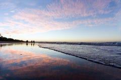 Puesta del sol en la playa de Noosa Imagen de archivo libre de regalías