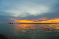 Puesta del sol en la playa de oro Imagen de archivo