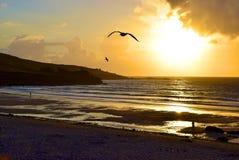 Puesta del sol en la playa de Porthmeor Foto de archivo libre de regalías