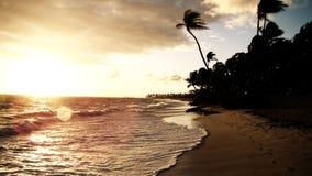 Puesta del sol en la playa de Punta Cana Imágenes de archivo libres de regalías