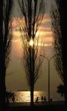Puesta del sol en la playa de Salónica Foto de archivo