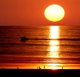 Puesta del sol en la playa de Santa Mónica Imágenes de archivo libres de regalías