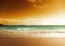 Puesta del sol en la playa de Seychelles Fotografía de archivo libre de regalías