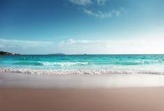 Puesta del sol en la playa de Seychelles fotografía de archivo