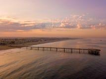 Puesta del sol en la playa de Venecia en Los Ángeles Foto de archivo libre de regalías