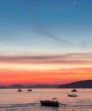 Puesta del sol en la playa del Ao Nang Foto de archivo
