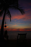 Puesta del sol en la playa en la isla de Ngai, Tailandia Imagen de archivo
