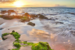Puesta del sol en la playa grande fotos de archivo libres de regalías