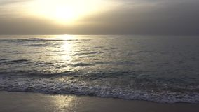 Puesta del sol en la playa en Israel metrajes