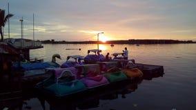 Puesta del sol en la playa Makassar Indonesia de Losari Imagen de archivo