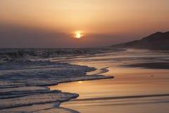 Puesta del sol en la playa en Mazagon, Huelva Fotos de archivo
