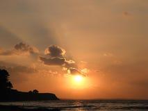 Puesta del sol en la playa noreuropea Imagen de archivo libre de regalías