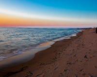 Puesta del sol en la playa oval Saugatuck imagen de archivo libre de regalías