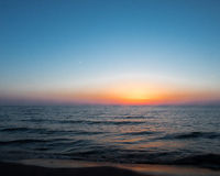 Puesta del sol en la playa oval Saugatuck Imagenes de archivo