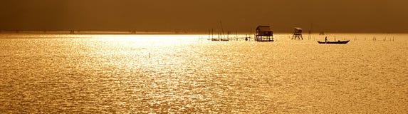 ¡Puesta del sol en la presa de Lap An! Fotografía de archivo