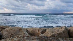 Puesta del sol, en la 'promenade' del mar Mediterráneo, invierno, Haifa, Israel Fotografía de archivo libre de regalías