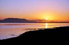Puesta del sol en la pulgada, Co. Kerry, Irlanda Foto de archivo libre de regalías