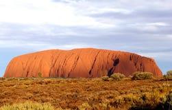 Puesta del sol en la roca de Uluru Ayers en Australia Fotografía de archivo libre de regalías