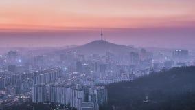 Puesta del sol en la torre de Namsan en Seul, Corea del Sur metrajes