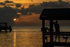 Puesta del sol en la ubicación tropical Imágenes de archivo libres de regalías